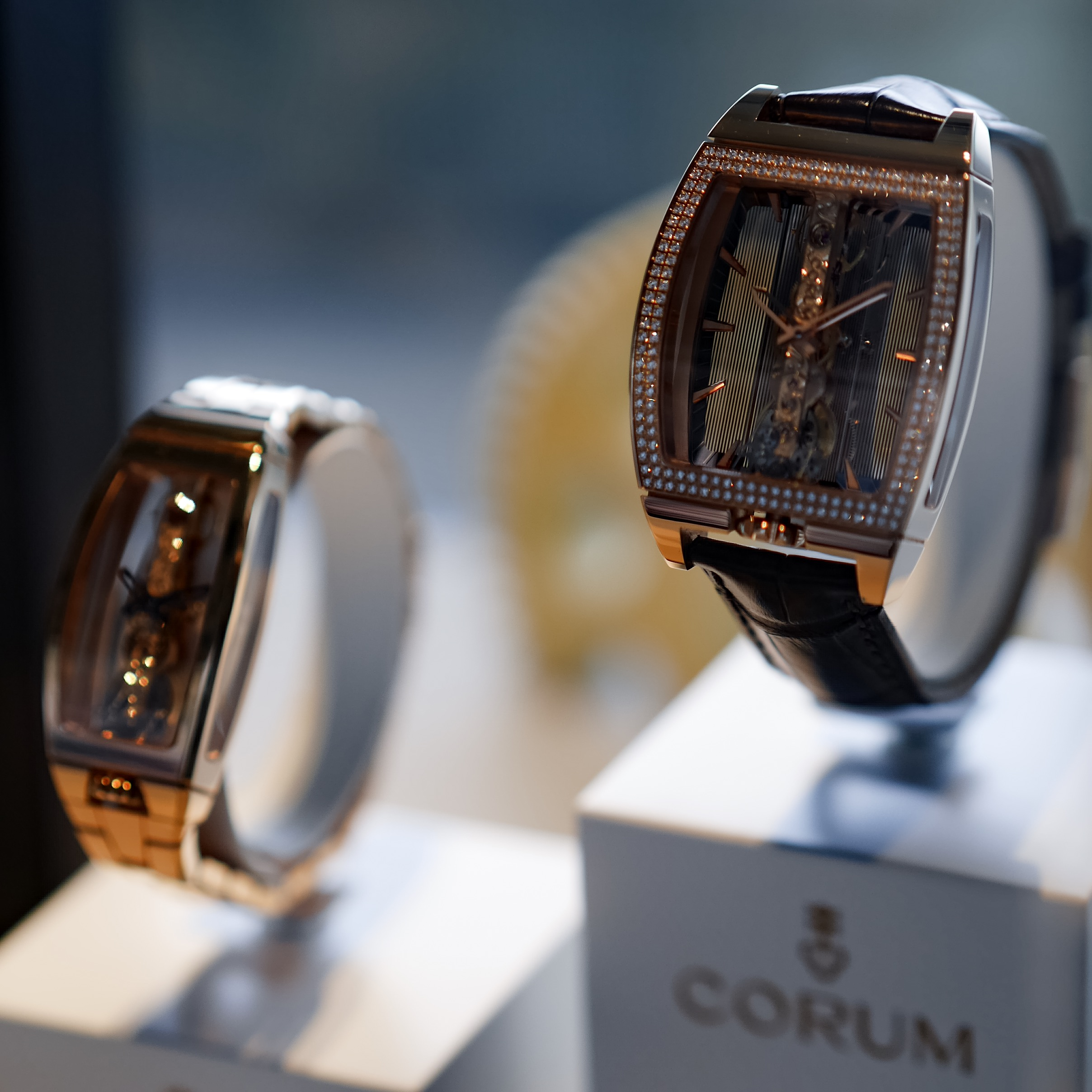 Montres Corum Golden Bridge